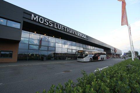 En tidligere nestleder i partiet Demokratene er sikret for blant annet bombetrusler mot Moss lufthavn Rygge.