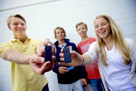 AMBISIØSE: Bjørn Sondre Saltvik (fra venstre), Sebastian Førum, Vegard Røise Samuelsen og Karoline Krogstad i Frii UB har gått til topps i Norge. Nå skal de prøve seg på resten av Europa.Foto: Peder Gjersøe
