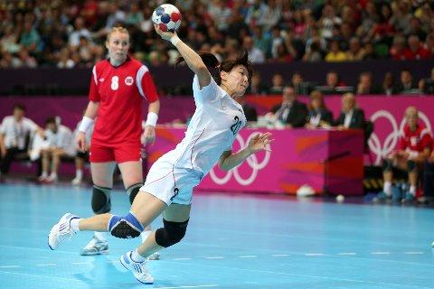 POENGDELING: Hosle-jenta Karoline Dyhre Breivang kan ikke hindre at Sør-Koreas Jihae Jung scorer i denne situasjonen. FOTO: JEFF J, MITCHELL/GETTY IMAGES