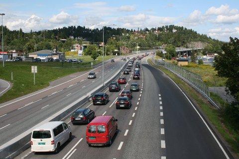 Køen begynte ved Holmen på E18 søndag ettermiddag.