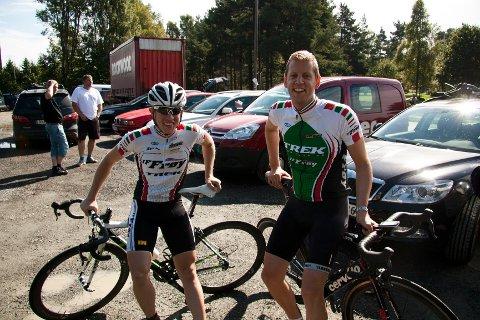 Sigurd Nesset (til v.) og Robert Lille-Rødberget gledet seg til startskuddet i Kråketråkken. Førstnevnte debuterte i år og hadde ambisjoner om å kjempe i toppen.