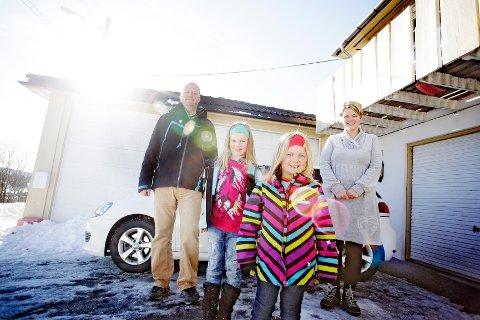 Holmestrand-familien Aure Modal: Erik, Eivor, Hilma og Vigdis skulle gjerne tatt kollektiv transport mer, men synes det er for dyrt.