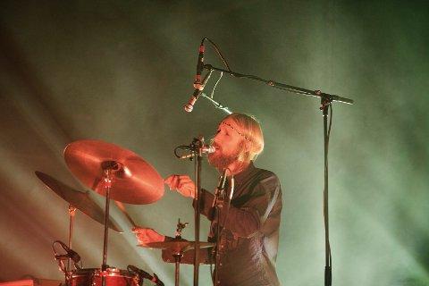 TROMMESLAGER: Olaf Olsen holdt rytmen. FOTO: KATARINA LOVÆR SOLVANG