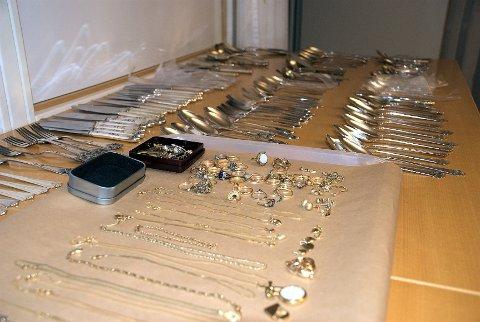 Om man har blitt frastjålet sølvtøy, pcer, kameraer og nettbrett, kan du i dag hente dem hos politiet. De har i dag et eget showroom på politihuset i Tønsberg, hvor personlige eiendeler kan bli hentet.