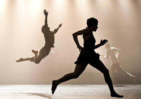 Danserne i Carte Blanche fremførte på Akademi for Scenekunst lørdag kveld et glimrende stykke samtidsdans der også elementer fra performance, gjøgleri og akrobatikk stod sentralt. Koreograf Rui Horta fikk stor oppmerksomhet for denne forestillingen på 90-tallet.