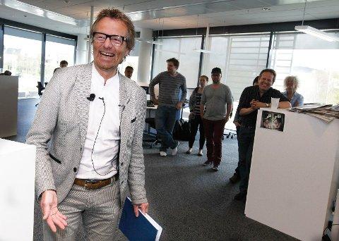 Haugesunds Avis' nye ansvarlige redaktør Bård Borch Michalsen smilte og lo under sin første dag på jobb.