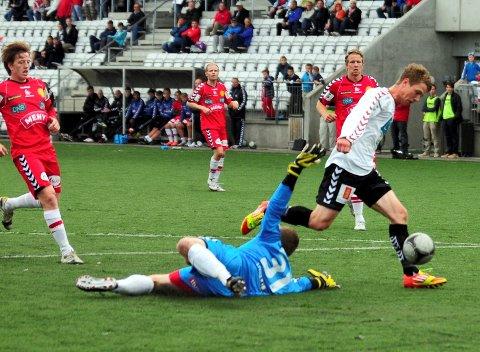 Jarle Belaska lager 1-0 for Ørn mot Tønsberg i våroppgjøret. I dag spiller begge lag for plass i 2. divisjon neste år.