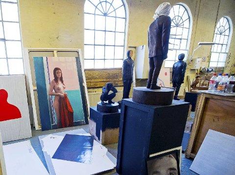 Fusjon: På skulpturenes sokler skal Sverre Bjertnes henge arbeider av andre kunstnere, blant annet et Munch-trykk, et foto av lokale Ben Allal og tegninger laget av kjærestens bestefar, Knut Johnsen.
