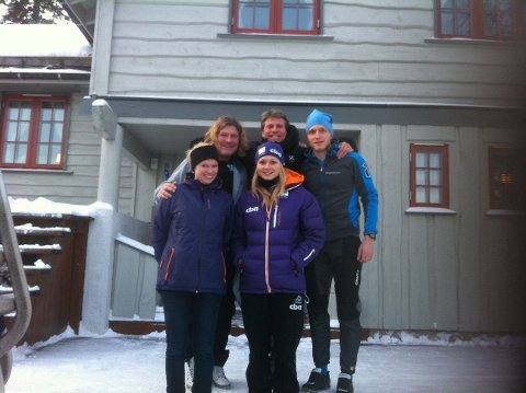 STØTTE FRA SKØYTELAG: Fra venstre: Peter Müller, Per Gunnar Stensvaag, Håvard Bøkko, Nicole Garrido og Hege Bøkko i Grøndalen.