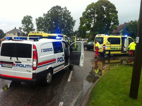 Politi, ambulanse og brannvesen rykket ut til ulykkesstedet.