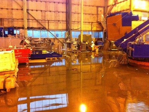 Hallene ved Marine Aluminium Torvastad er oversvømt.