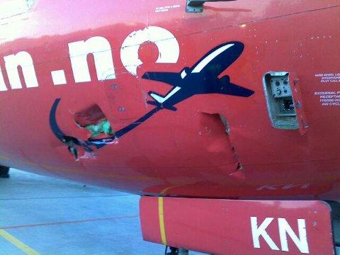 Toalettservicebilen krasjet inn i dette Norwegian-flyet på Moss lufthavn Rygge. Det skulle vise seg å bli en kostbar ulykke.