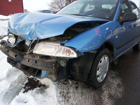Den ene bilen fikk store skader i ulykken, som skjedde ved 16.15-tiden torsdag ettermiddag.