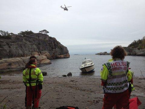 Ambulansepersonell, brannvesen, dykkere og et Sea king helikopter er satt inn i søket. Foto: Anders Mehlum Hasle