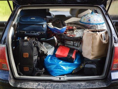 Det er mange som ikke vet hvordan man skal pakke en bil på en sikker måte, mener forsikringsselskap.