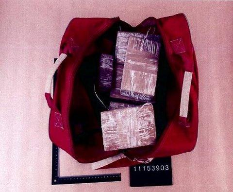 SAKENS KJERNE: Dette er narkotikapartiet som saken handler om, 6,9 kilo, eller rundt 35.000 brukerdoser heroin. FOTO: POLITIET