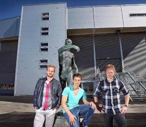 MFK-stallens forhold på Melløs er dårligere nå enn før ombyggingen. – Uholdbart, mener Halvard Lien Simonsen (f.v.), Thomas Klaussen, Jon-André Fredriksen og resten av spillergruppa.