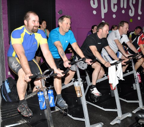 Ole Petter Sølvesen (i midten) er forberedt på mer sykling og mindre løping framover. Her er han sammen med treningskameratene i Utfordringen 2012 Geir Andreas Olafsen (t.v.) og Marius Nordby. FOTO: ANN KRISTIN SAASTAD