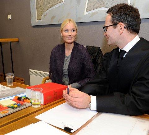 Tidligere Miss Danmark, Line Kruuse Nielsen, går til sak mot Sandefjord kommune. Hun møtte i tingretten med prosessfullmektig Even Solbraa-Bay.