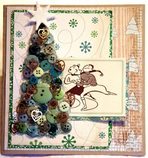MATERIALER: Gamle knapper er bare en av tingene du kan bruke på julekort. Dette kortet er laget av Gudrun Loennecken i 3ndypapir. (FOTO: Gudrun Loennecken)