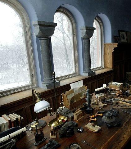 POLHØGDA: Slik ser Frithjof Nansens arbeidsplass på Polhøgda ut. I sommer kan du besøke bygget der den berømte Polfareren bodde og jobbet.