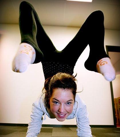 TIL SIRKUS Veronica Ljosnes skal allerede i slutten av februar møte de andre artistene i årets Cirkus Agora. Allerede i mars starter sirkuset sin turné rundt om i landet. Foto: Kjell-Kristian Sikkeland