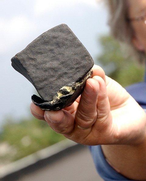 Meteoritten på 676 gram gikk tvers gjennom taket på en lagerbygning på Solgård.