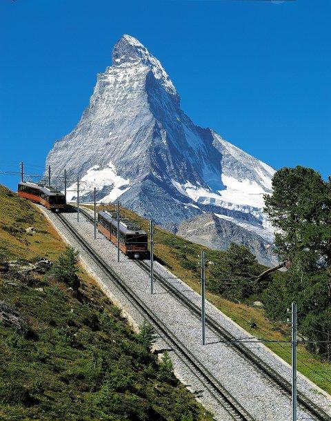 Mange skiturister har stiftet bekjentskap med Gornergratbahn i Zermatt. Den er like flott om sommeren. I bakgrunnen: Matterhorn.