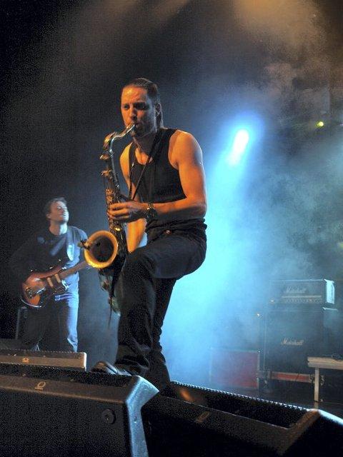 BYLARM: Chrome Hill håper å nå nye publikummere under Bylarm. Bandet består av Asbjørn Lerheim (baryton og elektrisk gitar), Jørgen Munkeby (tenor saksofon, Roger Arntzen (bass) og Torstein Lofthus (trommer). Foto: Anders Dahl Eriksen