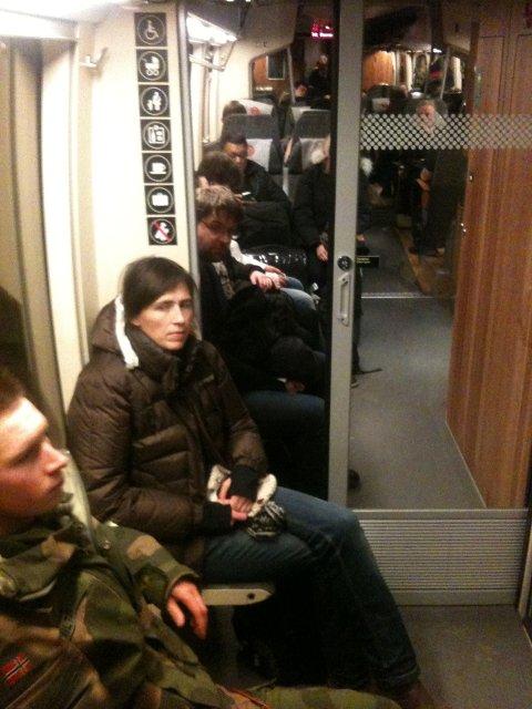 Slik var det på Røros-toget fredag kveld. Dette vognsettet hadde altfor få seter.