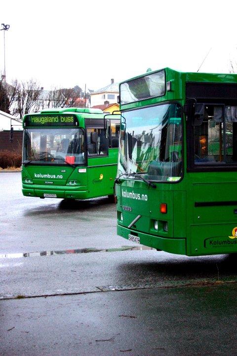 Tide buss og Kolumbus setter opp ekstrabusser til og fra Haugesund i forbindelse med fakkeltog og minnesmarkering utenfor Rådhuset i kveld.
