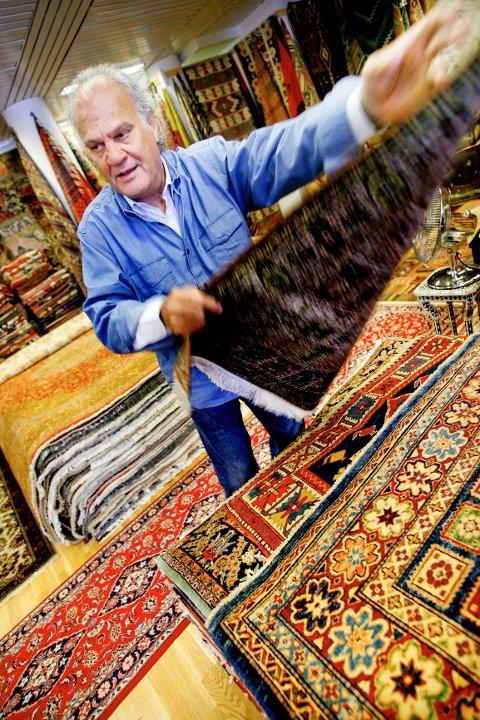 – Kjøp et teppe du liker selv. Det er det viktigste, oppfordrer Mahmoud Maktabi hos Maktabi Tepper i Oslo.