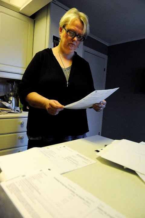 Hilde Robertsen begriper ikke at Skatt Sør for fjerde år på rad presterer å gi datteren hennes over ti tusen kroner igjen på skatten, selv om hun bare tjente 1.500 kroner. FOTO: ANDERS MEHLUM HASLE