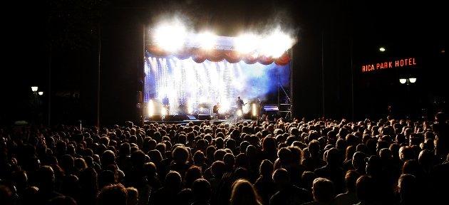 Her spiller Dumdum boys under Elvefestivalen i 2008.