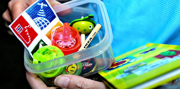 Har du med deg noe å bytte det i, kan du få med deg buttons eller en snurrebass fra denne cachen.