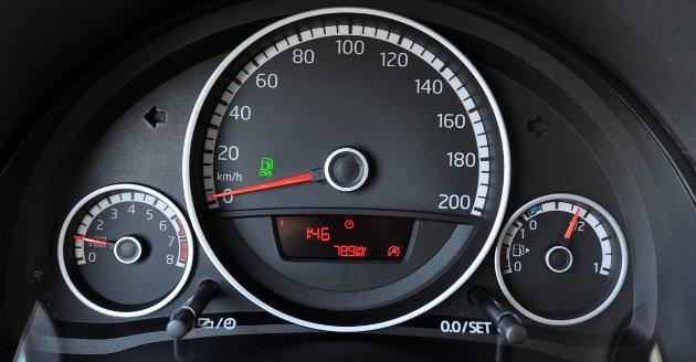 Én måler for gass og én for bensin.