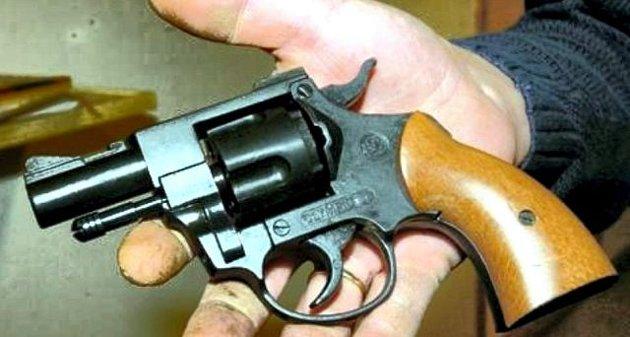 hadde narkogjeld. Narkotorpedoen bestilte håndvåpen, og 33-åringen brøt seg inn i Fredrikstad Pistolklubbs lokaler der han fant sju pistoler. illustrasjonsfoto: fredriksstad blad