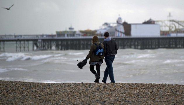 Salt havluft og høstlig ruskevær i Brighton kan være like romantisk som sydensol.