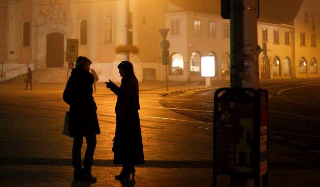 Selv om Bratislavas gater nesten er folketomme om kveldene, er utelivet overraskende bra. De fleste skynder seg inn i varmen.