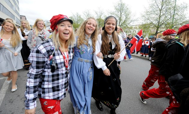 Elisabeth Håkenåsen (f.v.), Kristine Håkenåsen og Gina Kirkhus fra Sandefjord videregående skole.