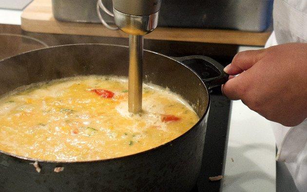 Med stavmikser blir kyllinglår og grønnsaker god middag for både dem med og uten tenner.