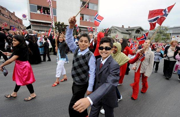 Raed Sado (t.v.) og Serdar Sait på Byskolen.