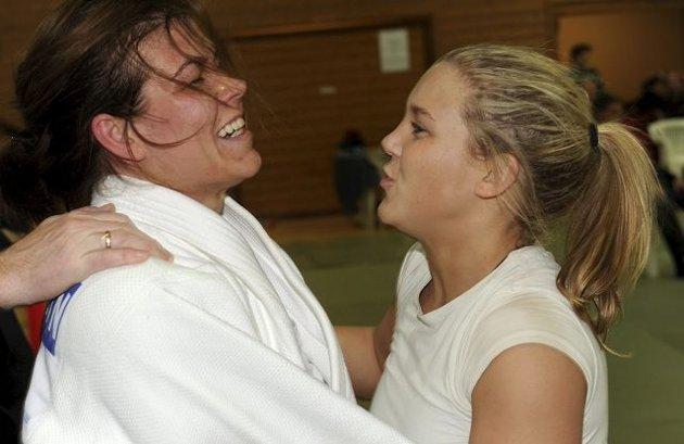 Birgitte Ursin (t.v.) og Katrine Hofstad vant sine kamper i finalen og sørget for at BK vant mixklassen i lag-NM i judo. ALLE FOTO: OLE JOHN HOSTVEDT