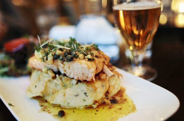 Fisk og Mack-øl står på menyen både hos mange turister og fastboende.