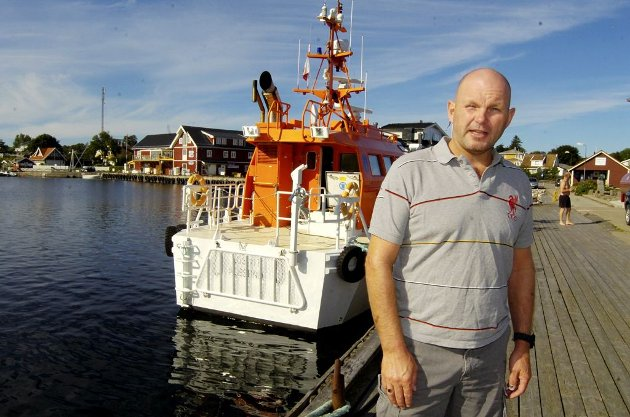 Losbåten på Hvasser kunne ikke dra ut å hente los Jon Kristiansen ved Færder lørdag for en uke siden. Dermed havnet han i Antwerpen og ble borte i tre dager.