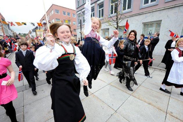 Julie Milett (9, t.v.) og Irmeli Heier (10) fra Framnes skole.