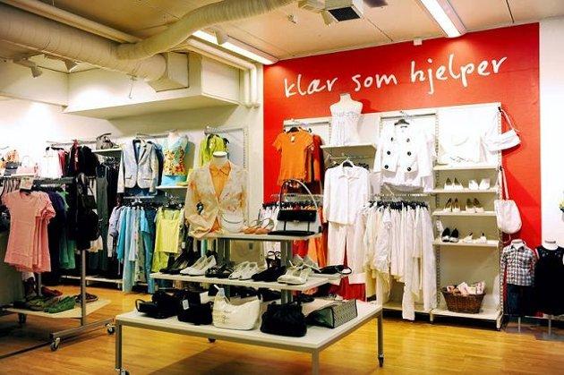 «Klær som hjelper» og «Den som leter skal finne» er slagordene i Fretex-butikkene. Foto: Fretex