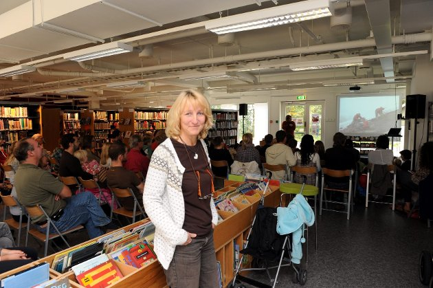 - Sande bibliotek er meget godt besøkt og tar man utlån pr. innbygger i betraktning, så lånes det flere bøker her enn noe annet sted i Vestfold, sier biblioteksjef Brit Døvle Larssen.
