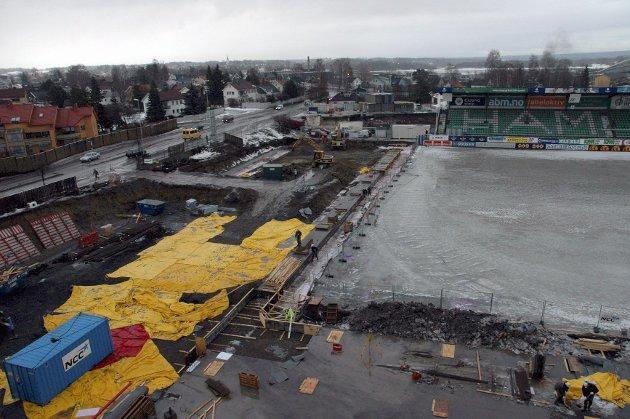 DYRT: Byggingen av Briskeby stadion ble en kostbar affære for Hamar kommune. Bare granskingen av prosessen har nå kommet opp i sju millioner kroner.