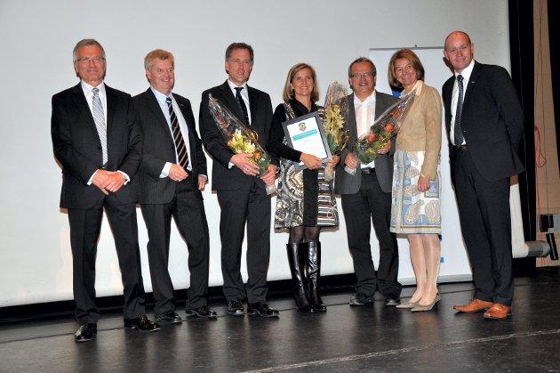 Topp tre er samlet med prisutdelere. Fra venstre: Jørn Fredriksen (Nordisk barometer), Arne Skarsteen (Nordea), Carl Hardtman (Noah), Merete Aspaas (Jotun), Morten Hasaas (Kongsberg Maritime), Gunn Warsted (Nordea) og Kjetil Olsen (Nordea).